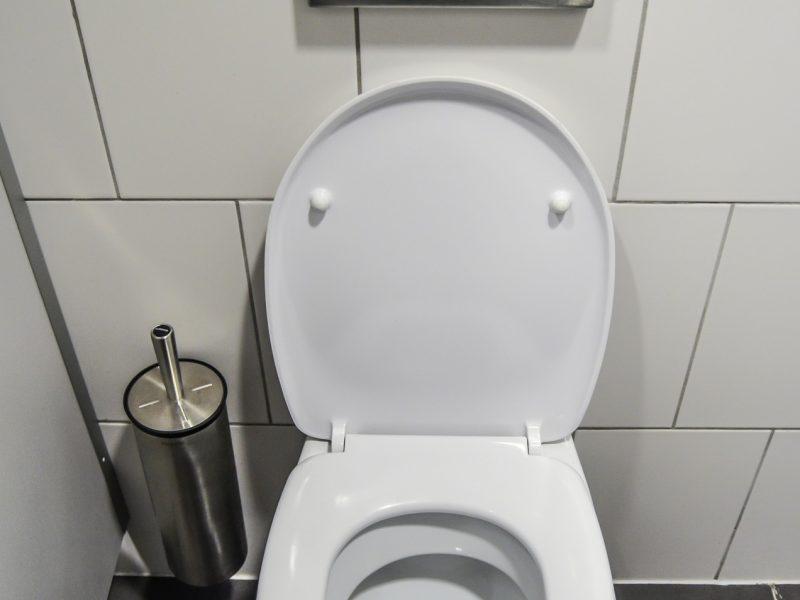 comment fixer un wc qui bouge
